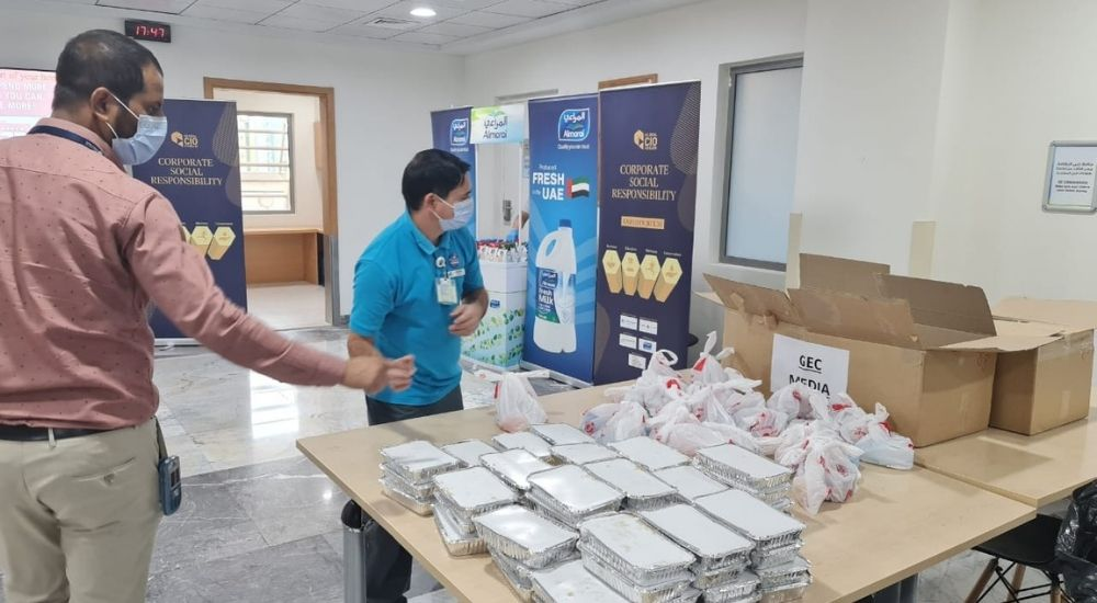 Global CIO Forum distributes Iftar meal boxes at Zulekha Hospital in Dubai.